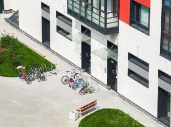Парковка для велосипедов, подъезды на уровне земли